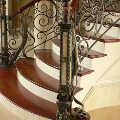 Кованый пригласительный столб для лестницы КПС_44