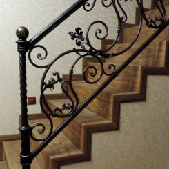 Кованый пригласительный столб для лестницы КПС_46