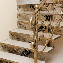Кованый пригласительный столб для лестницы КПС_47