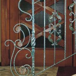 Кованый пригласительный столб для лестницы КПС_48