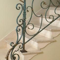 Кованый пригласительный столб для лестницы КПС_4