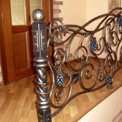 Кованый пригласительный столб для лестницы КПС_53