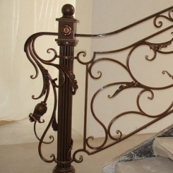Кованый пригласительный столб для лестницы КПС_54