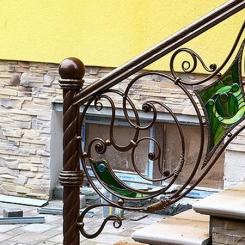 Кованый пригласительный столб для лестницы КПС_61