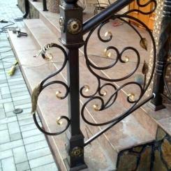 Кованый пригласительный столб для лестницы КПС_63