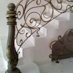 Кованый пригласительный столб для лестницы КПС_9