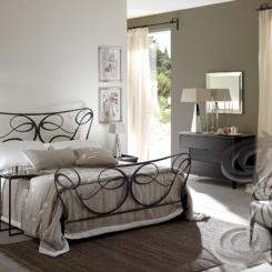 Кованая кровать черного цвета КК_33