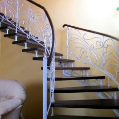 Кованая лестница с поворотом КЛ__61