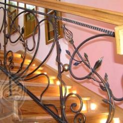 Кованые перила с деревянными поручнями КП_22